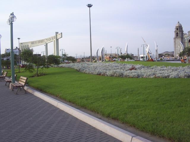 Plaza de Armas de Nuevo Chimbote 392029460_a83236602f_o
