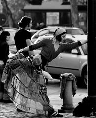 L'Angelo dell'Incrocio (Knrad) Tags: italien blackandwhite italy torino italia traffic photowalk turin stretching italie biancoenero photostreet piazzagranmadre azonzo corradogiulietti