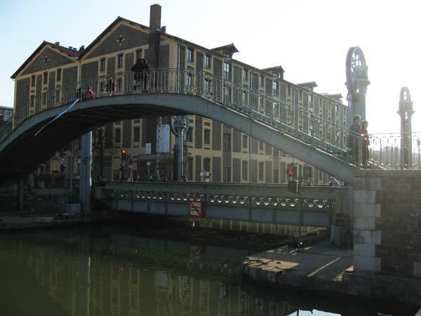 Pont Levant, passerelle et Magasins généraux, quai de Loire