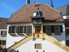 das historische rathaus, schauplatz der geißbockversteigerung