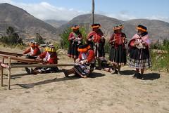 NATIVE WOMEN OF PERU (picaddict) Tags: peru cuzco highland spinning weaving handcraft hochland handarbeit nativewomen travelerphotos webendefrau communidadamaru peruvianimages