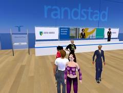 Medewerkers en bezoekers in virtueel uitzendbureau