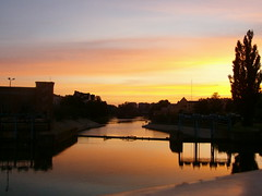 Wrocaw: Mosty Pomorskie (Robert S. (ChemiQ81)) Tags: city bridge sunset sky sun colour sunshine river colorful poland polska polish most stadt polen sonne zachd soca miasto wrocaw lsk silesia kolor breslau odra rzeka niebo dolny kolorowe mosty pomorskie dolnolskie chemiq