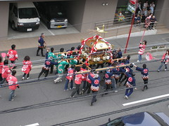 How to carry a mikoshi