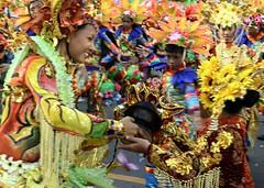 Pintaflores (Farl) Tags: street party colors dance dancers philippines pass cebu tradition mardigras sancarlos sinulog stonino holychild pintaflores contingent cebusugbo sancarloscity sinulog2007 catherinebolo costumres