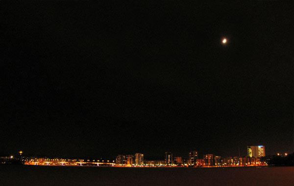 Kuokkalan silta ja Lutakko yöllä