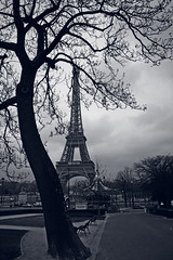 Black and White La Tour Eiffel Paris France (Stewart Leiwakabessy) Tags: trees people bw white black paris france tree tower cars grass clouds bench la europe tour path go eiffel structure stewart latoureiffel round 75007 merry merrygoround varsovie palaisdechaillot chaillot trocadro leiwakabessy stewartleiwakabessy placedevarsovie jardinsdutrocadro avenuealbert1erdemonaco