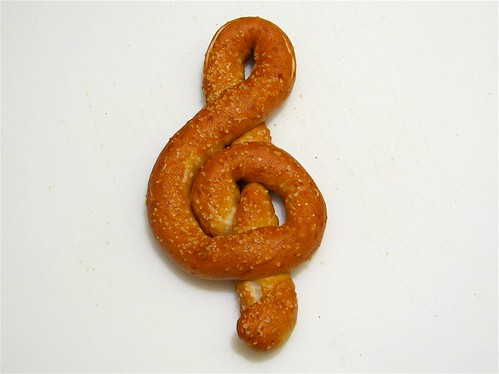 treble pretzel