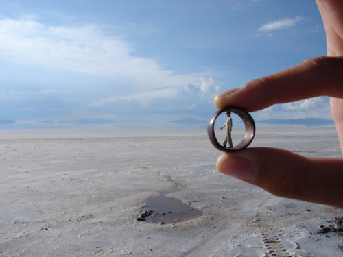 Salar de Uyuni persona dentro anillo