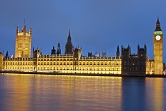 Parlamento Britnico e o Big Ben em Highlights & Shadows / Houses of Parliament and the Big Ben in Highlight and Shadows (Marcio Cabral de Moura) Tags: uk greatbritain inglaterra trip winter vacation england london tourism rio thames geotagged europa europe janeiro unitedkingdom sony january frias housesofparliament parliament bigben londres gb viagem h2 inverno turismo oldcity thamesriver 2007 reinounido parlamento riotmisa tmisa visittheworldthetravelguide grbretanha highlightandshadows
