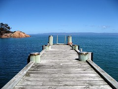 Freycinet Bay, Tasmania (Pichote) Tags: ocean sunset sea panorama mer beach strand landscape muelle mar interestingness interesting tramonto honeymoon mare quiet view pacific oz gorgeous jetty bonito peaceful australia playa paisaje lodge glorious vista tasmania oyster wineglass tasman tassie paysage plage viaggio miele spiaggia molo beau pacifico paesaggio hazards oceano wineglassbay joli nozze lucena freycinet bello oysterbay arenzano aplacetolivefor brusasco impressedbeauty holidaysvacanzeurlaub platinumheartaward