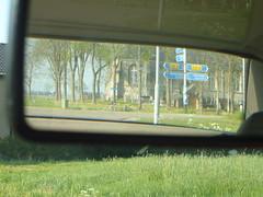 tod im rckspiegel (dorofoto) Tags: friedhof kirche gras spiegelbild appingedam notiz spiegelschrift