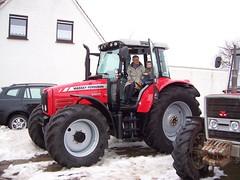 Oma und Moritz auf dem Traktor