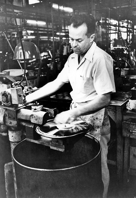 record_manufacturing_1954_11