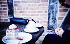 kuchen (mephisto19) Tags: man caf cake milk lomo lomography kaffee spoon latte kuchen milch lomografie bruns mephisto19 hofcaf hofcafbruns hihnhorst wwwlomohomescommephisto19