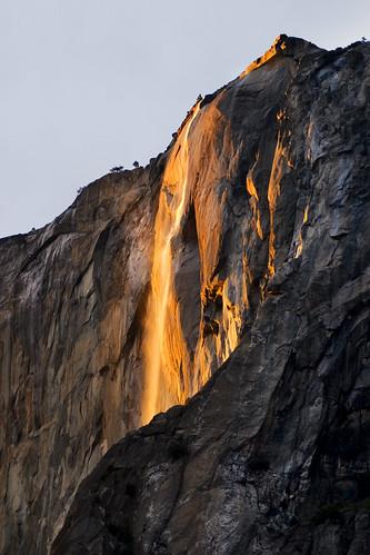約塞米蒂國家公園的火瀑布