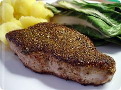 thunfisch mit fenchel/pfeffer-kruste