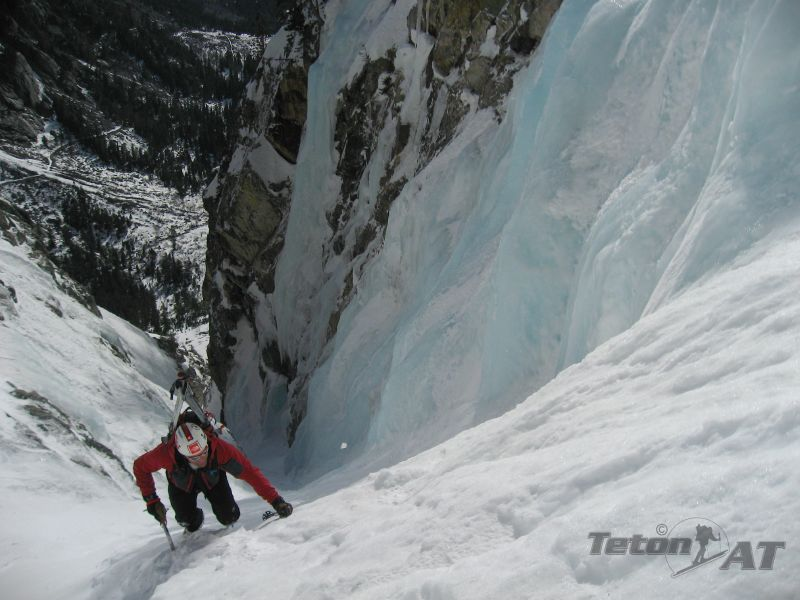 Reed climbs the narrows in Apocalypse Couloir