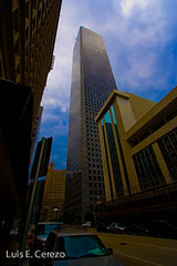chase tower (luiscerezo.org) Tags: city blue 3 building tower fun 1 downtown day 33 10 5 4 wide cityscapes houston 01 chase l luis tall 28 lec 333 3333 funfoto cerezo drinkyourmilk luiscerezoorg wwwluiscerezoorg luiscerezo luisecerezo httpphotosluiscerezoorg