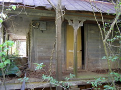 This Ole House (Robert Lz) Tags: wood old houses barns oldbarns abandon forgotten stuff weathered stores thisoldhouse oldhouses tinroof elzey forsake robertelzey robertlz justold barnshedsstorespocafehousesbusscabins emmageorgia