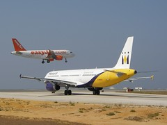 2 Aircrafts - One comes, other goes (Valter Jacinto | Portugal) Tags: portugal plane faro airport aviation aeroplane monarch planes airbus algarve easyjet aircrafts avies a321231 faroairport gmara geo:country=portugal 24flickr flughafenfaro geo:city=faro geo:region=europe