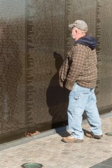 Looking for a friend's name (~Lessaweaver) Tags: washingtondc memorial vet vietnam veteran vietnamveteransmemorial 2007 january17th2007 panel16w visitingthewall