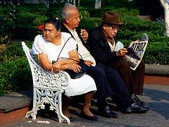 Da 083 .  Atroz (WakamouL) Tags: park parque mexico reading oldpeople coyoacan gp diario periodico atrocious adultos atroz leyendo newspapper ltytr1 a3b gpcomcuriosidades fltytrx5