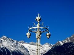 Berge und Laterne (ulimuc) Tags: italien italy italia sdtirol altoadige southtyrol merano meran