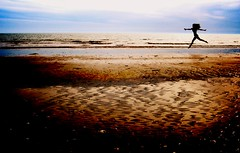 Edna y el Mar (Memo Vasquez) Tags: sea portrait woman beach girl sonora mxico lafotodelasemana mar flying mujer retrato playa edna volar empalme lfsmejor memovasquez outstandingshots goldenphotographer ednayelmari lfssiluetas platinumheartaward mygearandmepremium mygearandmebronze mygearandmesilver mygearandmegold ringexcellence momentoyahoo