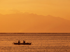 fishing sunset (jobarracuda) Tags: sunset silhouette lumix boat fishing philippines manila fishingboat manilabay baywalk fz50 beautifulearth wowphilippines manilabaysunset panasonicfz50 aplusphoto jobarracuda wowiekazowie superhearts flickristasindios tribehorizon