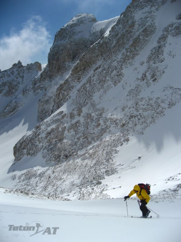 Skinning towards the Middle Teton