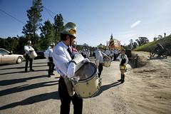 075D20036 (Paulgi) Tags: people portugal girl book europe drum parade outtake pilgrims arcos romeiros minho oliveira automvel valdevez paulgi romeirosouttakes