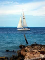 Cancun (Terravid) Tags: ocean travel blue woman naturaleza beach gulfofmexico nature america landscape mexico puerto outdoors hotel mujer sand playa paisaje bikini rivieramaya vacaciones cancn atlntico yatch velero quintanaroo fiestaamericana turquesa yate golfodemexico