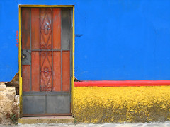Puerta de casa en Ataco, El Salvador / Door in Ataco, El Salvador (rvsv - Rodolfo) Tags: door blue red color yellow contrast america canon puerta centro dramatic vivid el salvador elsalvador canons2 contrastes centroamerica canons2is supershot interestingness58 i500 ataco anawesomeshot colorphotoaward impressedbeauty goldenphotographer explore08apr07