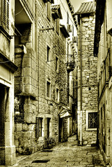 Streets of Split - Rincones y rinconcetes (Paco CT) Tags: travel viaje urban bw tourism sepia cityscape croatia olympus explore urbano split turismo hdr croacia urbanscape 2007 paisajeurbano e500 supershot flickrsbest 1xp 25faves abigfave anawesomeshot isawyoufirst superbmasterpiece diamondclassphotographer flickrdiamond pacoct