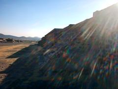 piedras y resplandores (voodoo nyu) Tags: sol arcoiris halo pirmide resplandor