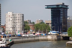 Liberationfestival Rotterdam (Miek37) Tags: holland netherlands dutch festival architecture geotagged rotterdam nikon maas liberation erasmusbrug bevrijdingsfestival nikor d80 nikond80 123nl 18135mmf3556g 24hoursofflickr geo:lat=51912008 geo:lon=4484428