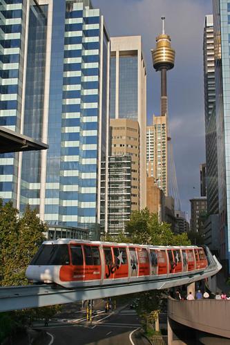 Monorail y torre de Sydney por angelrls, El Lobo Rayado.