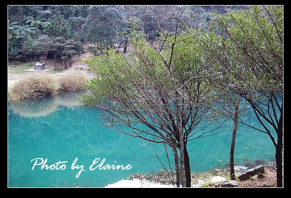 奇異的藍色湖水