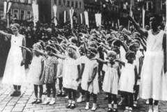 Kinderklas brengt Hitlergroet in WOII