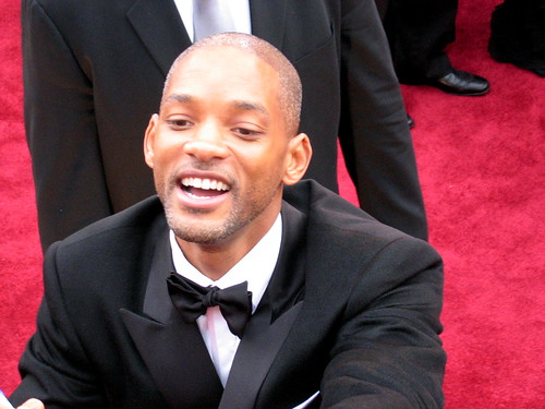 will smith wife red carpet. Will Smith tends to the fans