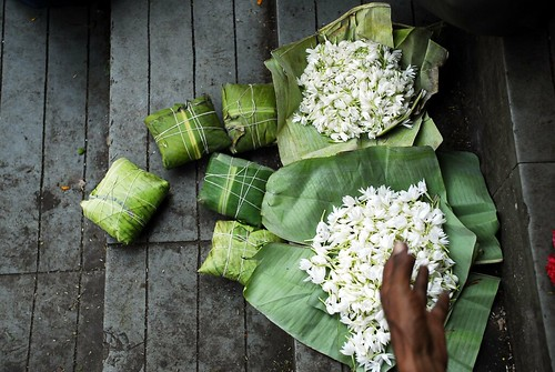 Petals, Toil and Business at Dadar's Phulgalli [PHOTO 9] - Mogra