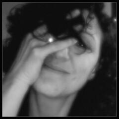 Floue... (Jessie Romaneix ©) Tags: portrait bw blur me jessie self webcam photobooth autoportrait noiretblanc snapshot moi nb isight wink je clindoeil flou theface i