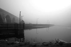 MRP_14BW (Pete Sieger) Tags: usa minnesota fog river mississippi parks minneapolis sieger exteriors stonearchbridge millruins canoneosdigitalrebel peterjsieger