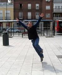 MAS DE 6000 VISITAS... (ABUELA PINOCHO ) Tags: amigos jumping friend happiness visit salto amis joie saut visitas alegra visites ltytr1 diamondclassphotographer flickrdiamond