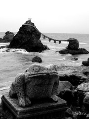 Meoto Iwa - Wedded Rocks (AnotherSaru - Off and on for a few weeks) Tags: ocean beach water rock japan rocks shrine nippon ise kappa meotoiwa wedded iwa meoto