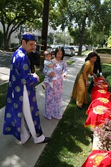 Line 'em up, move 'em out (Jemifus) Tags: wedding vietnamese teaceremony aodai