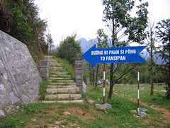 This way for tourists (saxyjon) Tags: fansipan