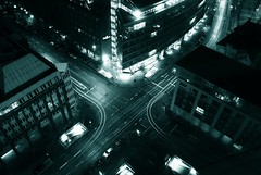 Metropolis Crosses (* Garron Nicholls *) Tags: street cars night germany deutschland hamburg garron interestingness163 i500 abigfave gansemarkt
