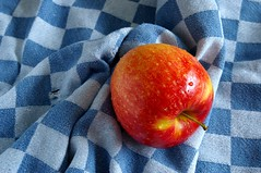 Apple (henx fotojam) Tags: blue red apple water fruit drops towel fresh checker